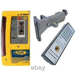 Machine control laser level receiver with magnetic mount